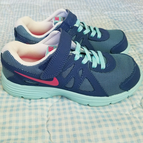 2beae02eb683 Nike Revolution 2